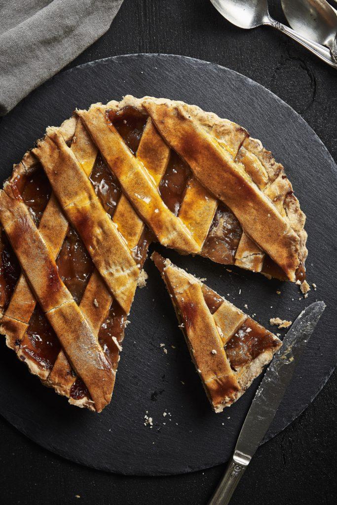 """Przepis na """"salceson"""" – ciasto kakaowo-jabłkowe"""