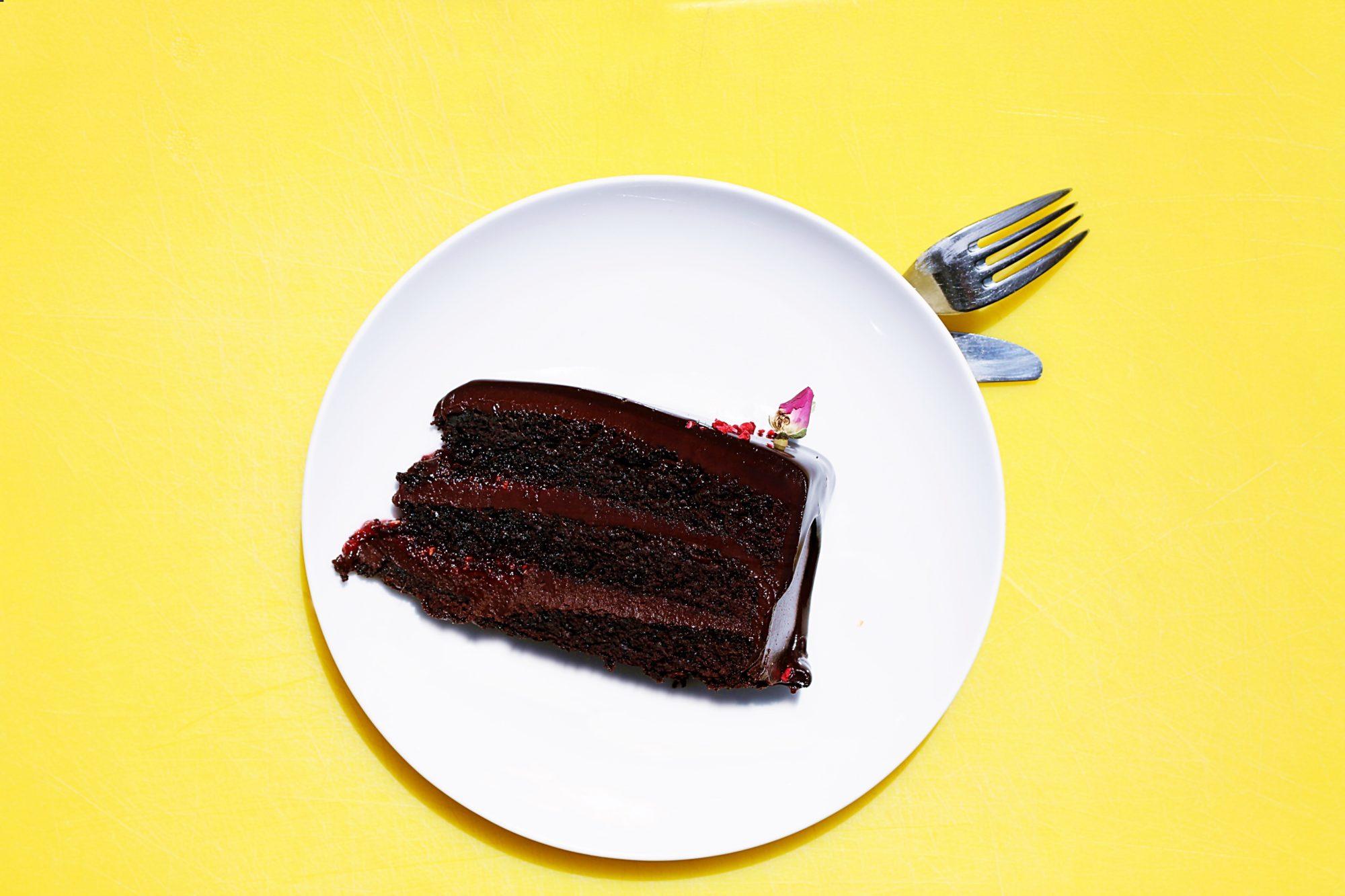 Pyszne ciasto czekoladowe, gotowe w 60 minut