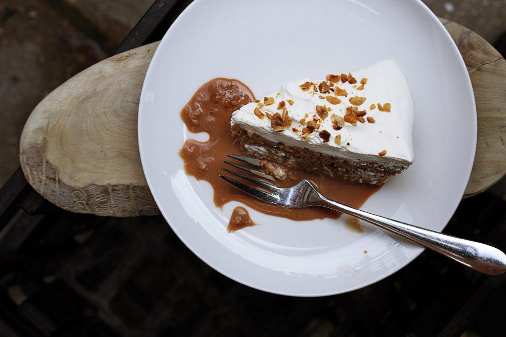 Biały tort – przepis na ciasto z białą czekoladą